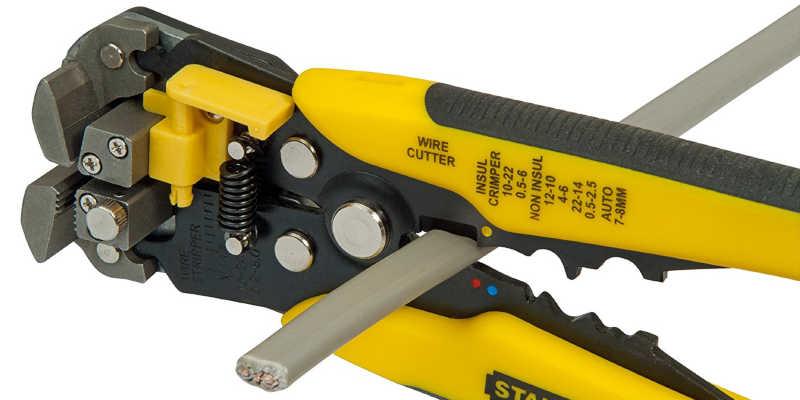 Detalle de cuchilla del pelador de cables Stanley comprar pelacables pelacable barato baratos comprar precio precios